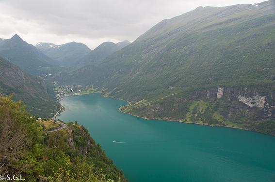 Fiordo Geiranger en Noruega. Hurtigruten, crucero por el litoral noruego