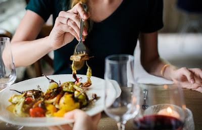 Makan Perlahan Bantu Berat Badan Tidak Naik
