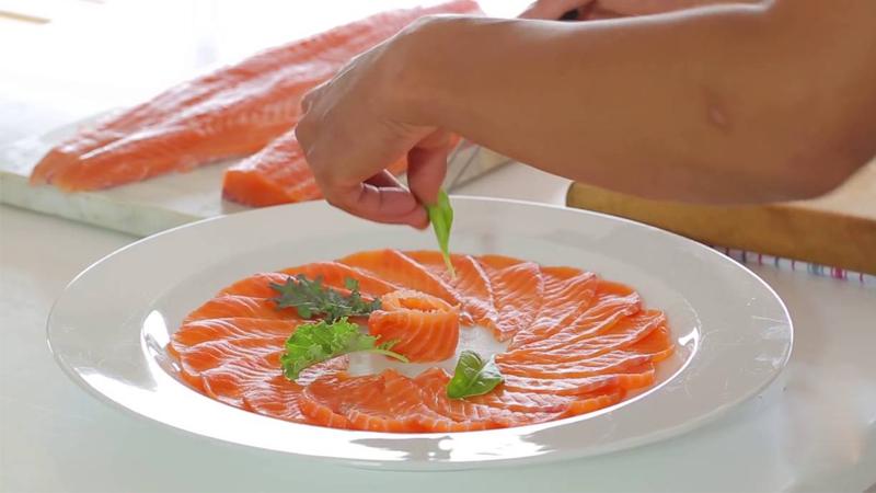 Những lợi ích của cá hồi và điều cần lưu ý khi ăn cá hồi