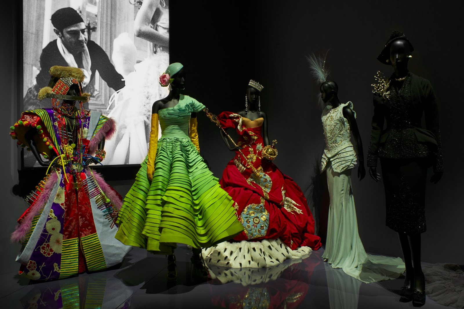 V&A_Christian Dior Designer of Dreams exhibition_Designers For Dior section (c) ADRIEN DIRAND (23)