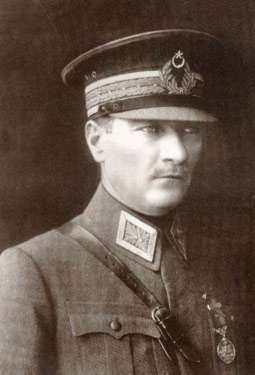 Hababam Sınıfı - Atatürk'ün Gençliğe Hitabesi - İzleyin