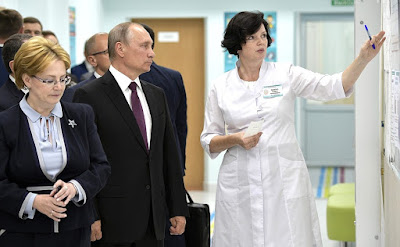 Vladimir Putin during a visit to Polyclinic No. 1 of the Kirov Clinical Diagnostic Center. With Healthcare Minister Veronika Skvortsova (left) and Head Doctor of the Polyclinic Sofya Voitko.
