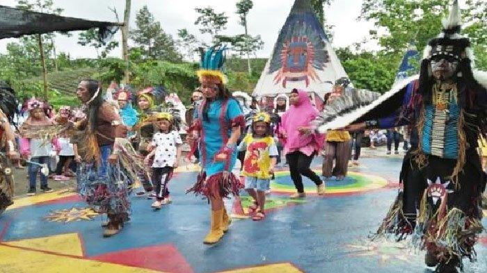 Tarian Khas Suku Indian Di Kampung Indian Kediri