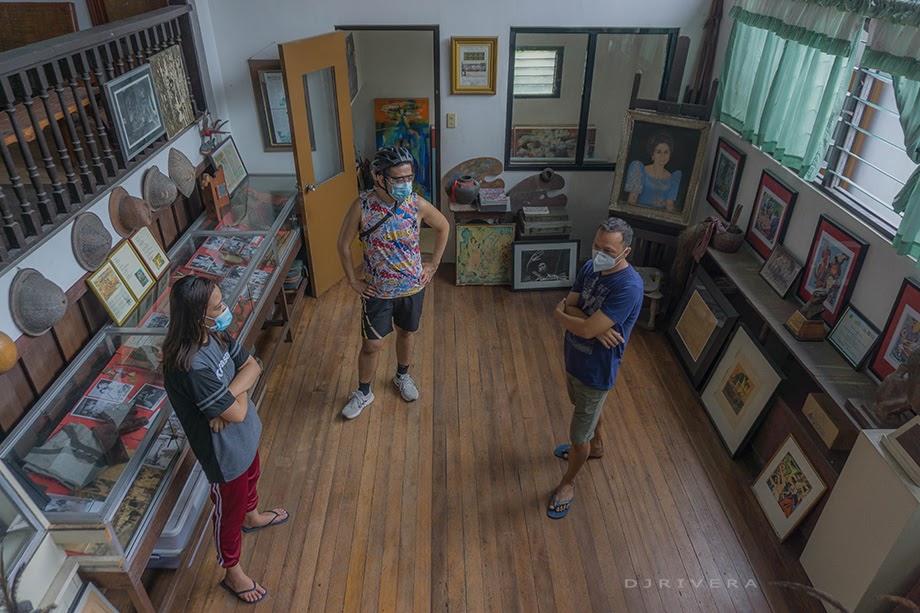 Totong Franciso entertaining house visitors