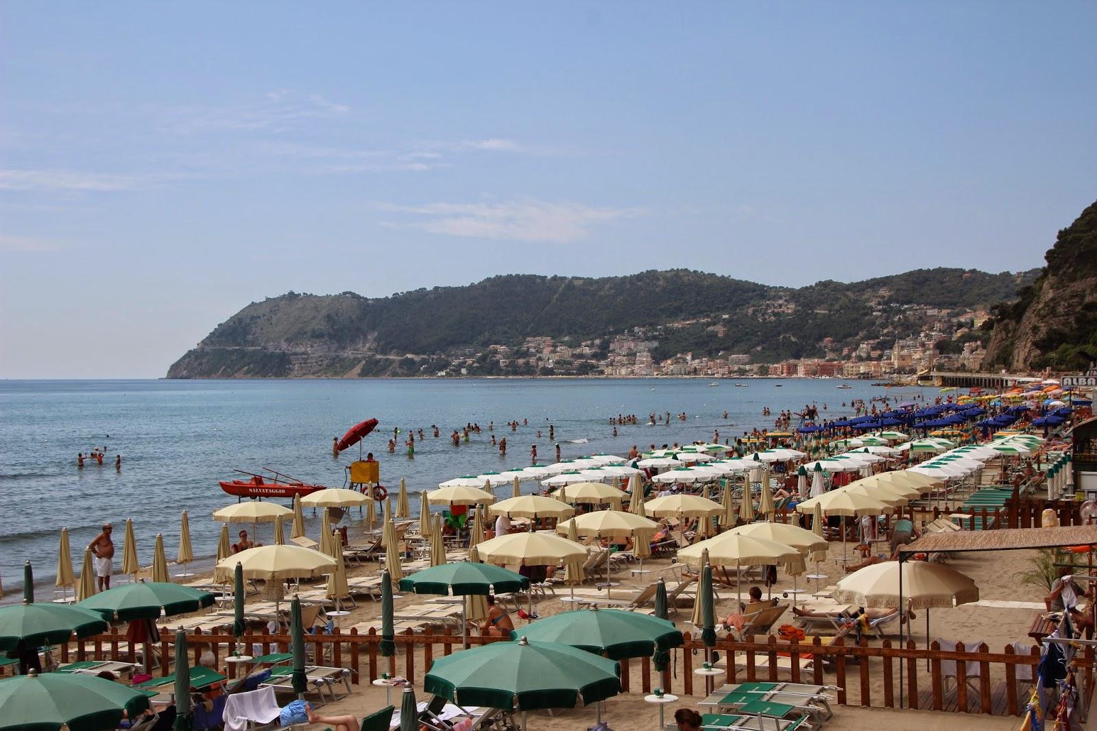 Bekijk het grootste (last minute) vakantieaanbod hotels, rondreizen, vakantiehuizen en campings op: www.italiaansebloemenriviera.nl