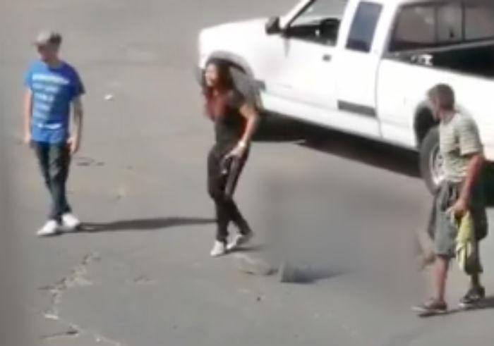 """Video, """"Noo., mi amor"""", Desgarrador momento donde mujer llora la ejecución de su hombre a manos de sicarios en calles de Tijuana"""
