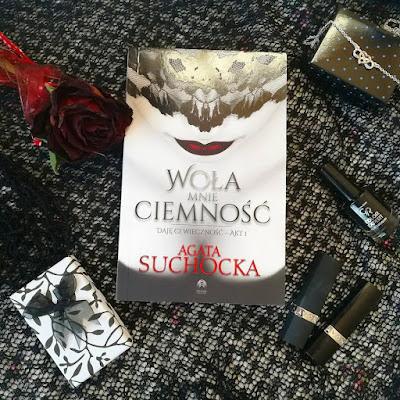 Woła mnie ciemność - Agata Suchocka