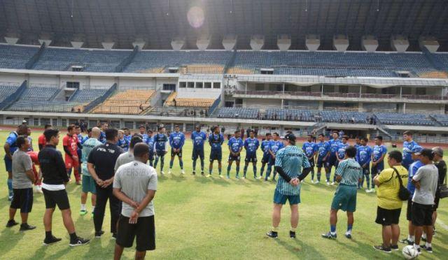 29 Pemain Ikut Latihan Perdana Persib di Stadion GBLA