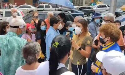 Denuncian discriminación de vacunas en Caracas por no estar en Patria