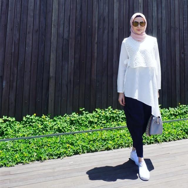 Kisah Istri Ari Untung: Tinggalkan Presenter Gosip, Air Panas dan Berhijab