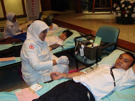 100 Manfaat dan Khasiat Donor Darah untuk Kesehatan, Kecantikan dan Efek Samping