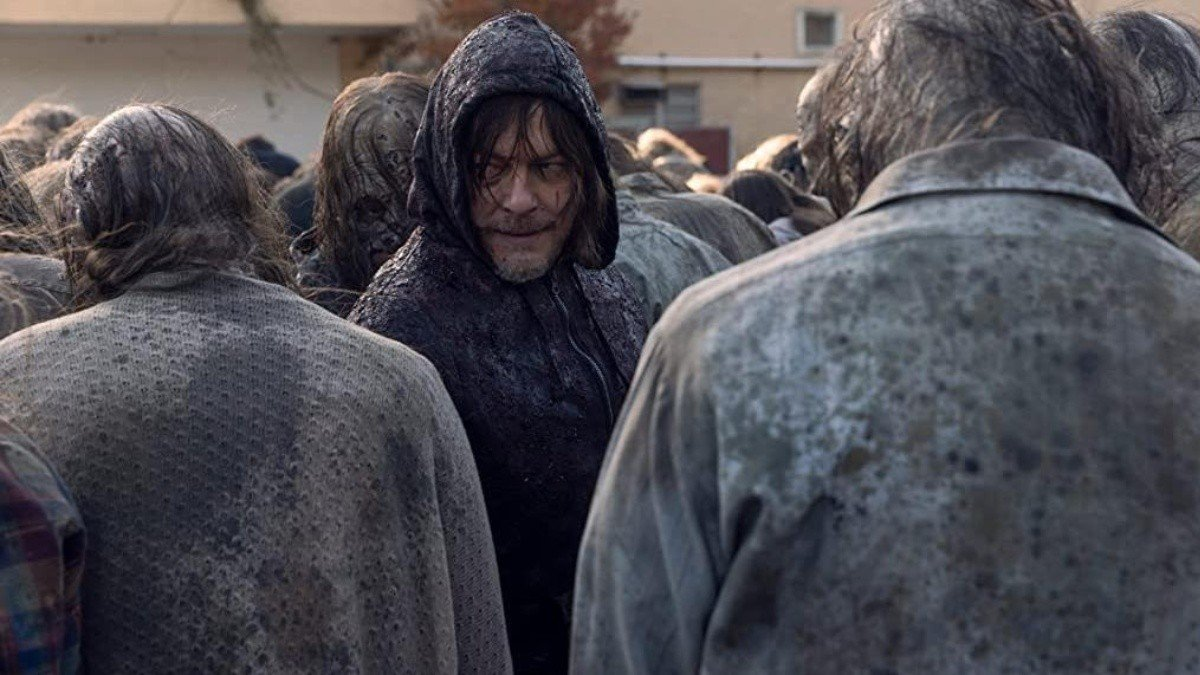 Daryl camuflado en la horda de Beta