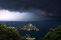 San Juan de Gaztelugatxe con tormenta