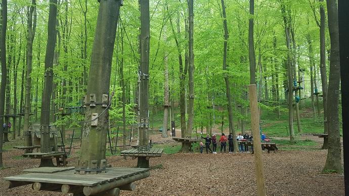 opastus kiipeilypuistoon lapsen kanssa Vejle huhtikuussa 2019
