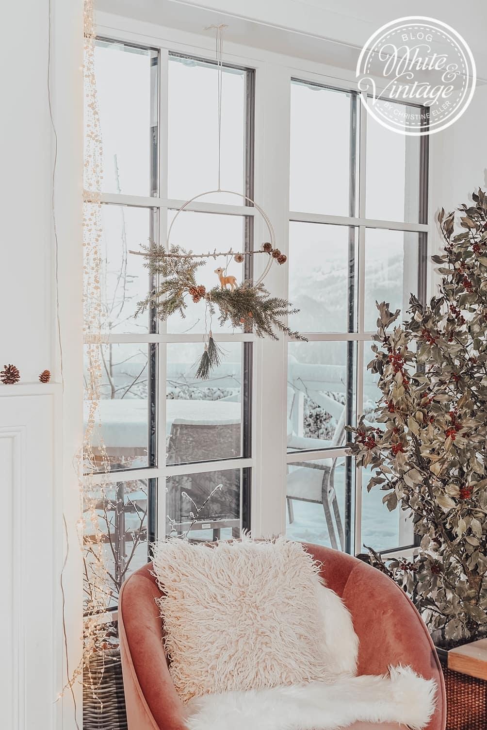 Fensterdeko aus Tannenzweigen selber machen