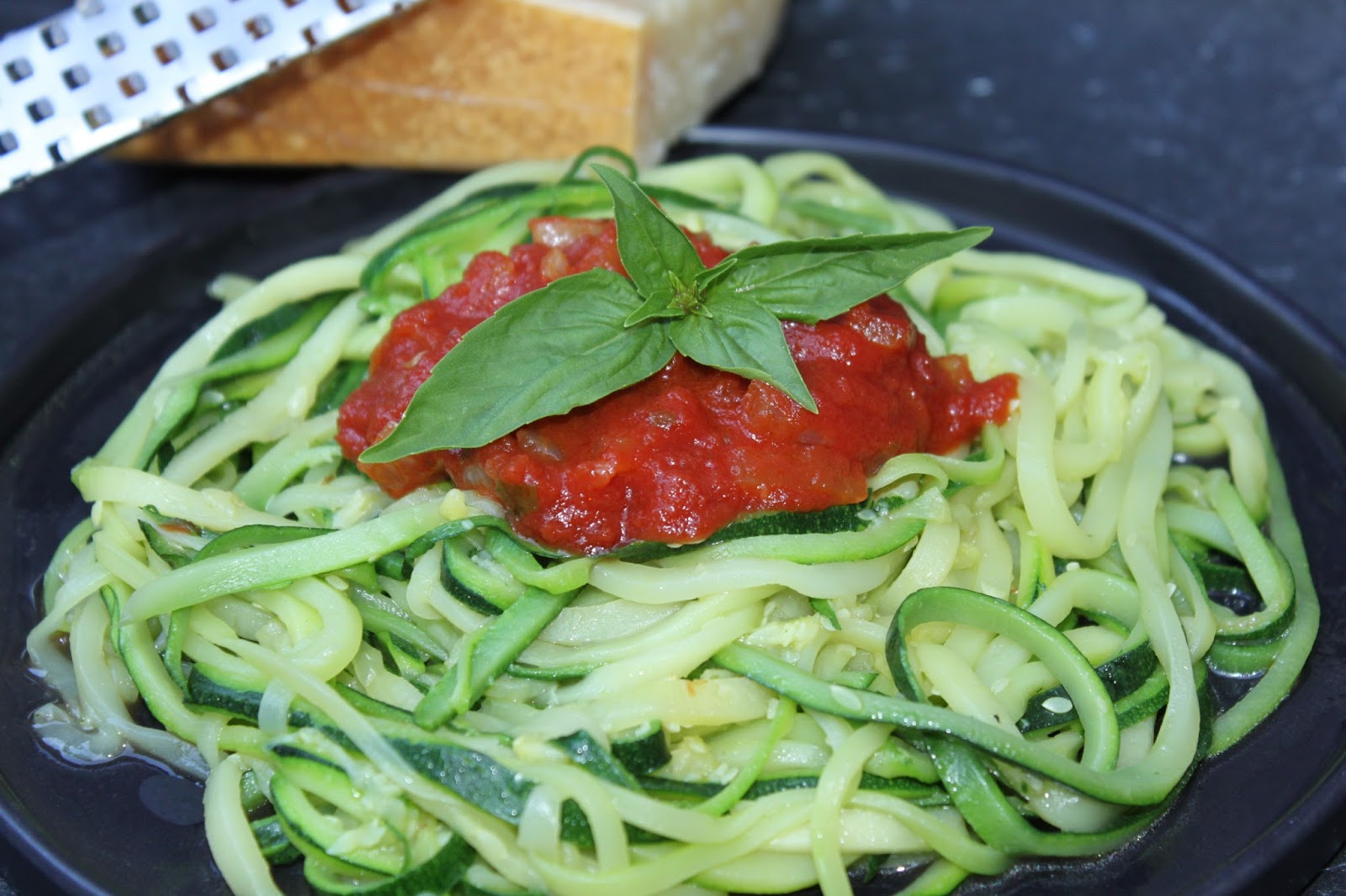 Pots and Frills: Zucchini Spaghetti with Fresh Tomato Sauce