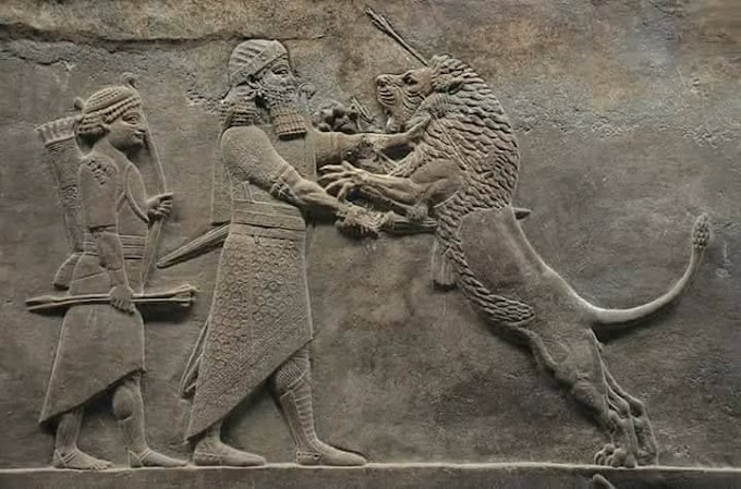 الأزياء الأشورية القديمة