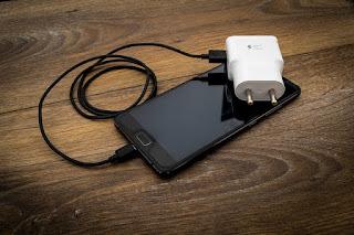 Cara mengatasi handphone yang di charger tidak bertambah