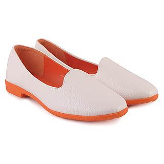 Kuliah dengan memakai sepatu wanita model flat