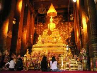Top 7 Best Cultural Attractions in Bangkok, Wat Pho, Wat Arun, Wat Traimit, SeaLife Bangkok Oceanworld, Wat Suthat, The Bangkok Art and Culture Center, The Grand Palace