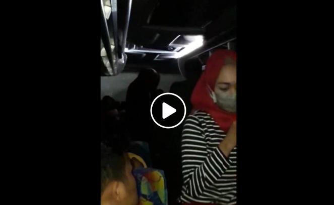 Perempuan ini Melawan Karena Dil3c3hkan Sesama Penumpang Bis, Akibatnya Pelaku Harus Berurusan dengan Polisi