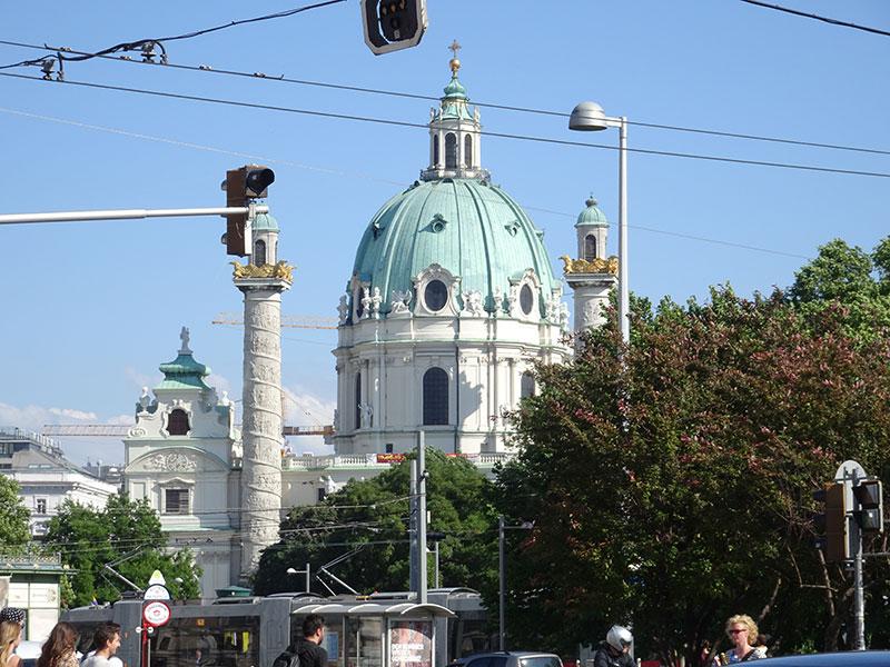 Wien_Vienna_Daytrip_Travel_Guide_Karlskirche-17