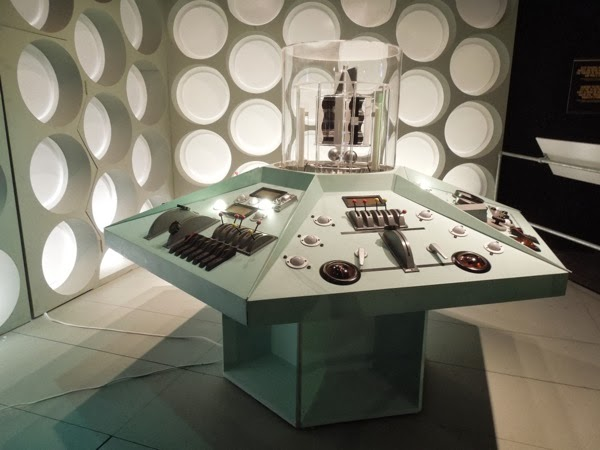 William Hartnell Doctor Who TARDIS control room interior