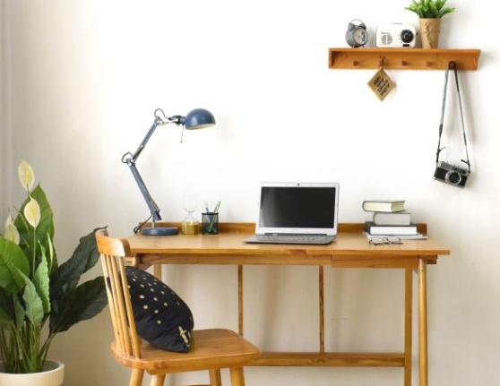 Rapi dan Nyaman, Inilah 5 Tips Menata Meja Belajar yang Membuatmu Betah Berlama-lama