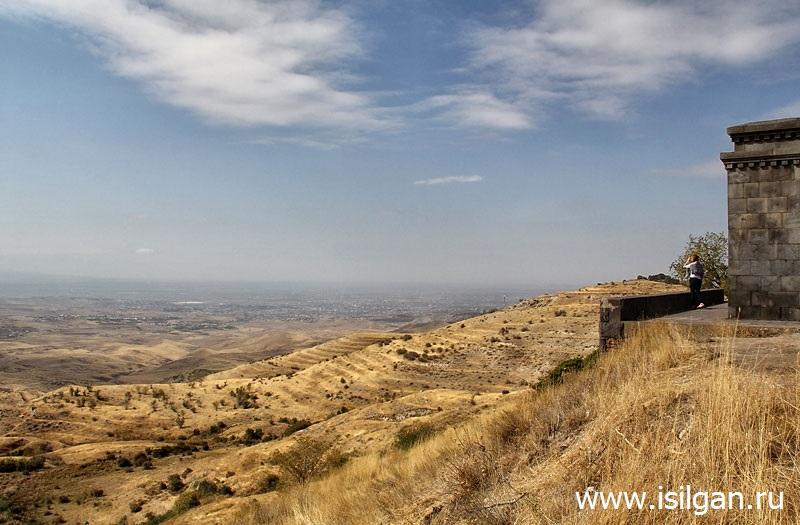 Арка Чаренца. Армения