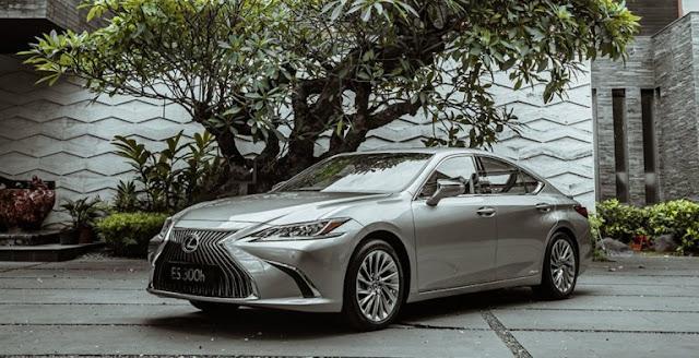 review-harga-dan-spesifikasi-mobil-sedan-lexus-es-300h