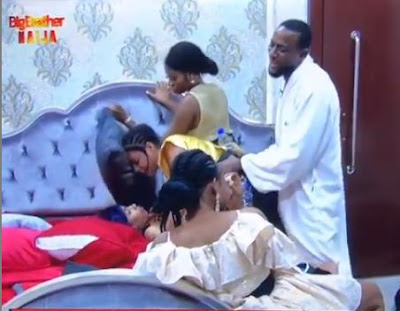 #BBNaija: Omashola Rocks Venita With His Erected D*ck, See Venita's Reaction