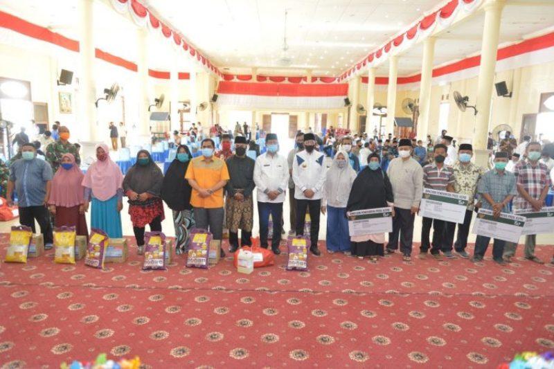 Isdianto Serahkan Bantuan BPJS dari Pemerintah Provinsi Kepri untuk 2.702 Masyarakat Kurang Mampu di Natuna