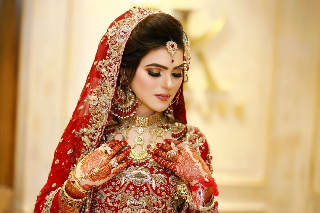 Cute and Beautiful Bridal Makeup and Dress DP Ideas for Girls 2021