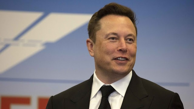 Elon Musk becomes the seventh richest man in the world.