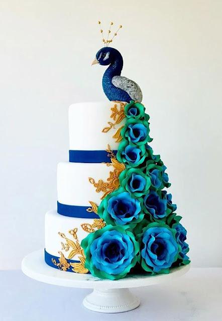Tort ślubny z pawiem w kolorach turkusu, zieleni i złota. Okiem Żony i Matki.