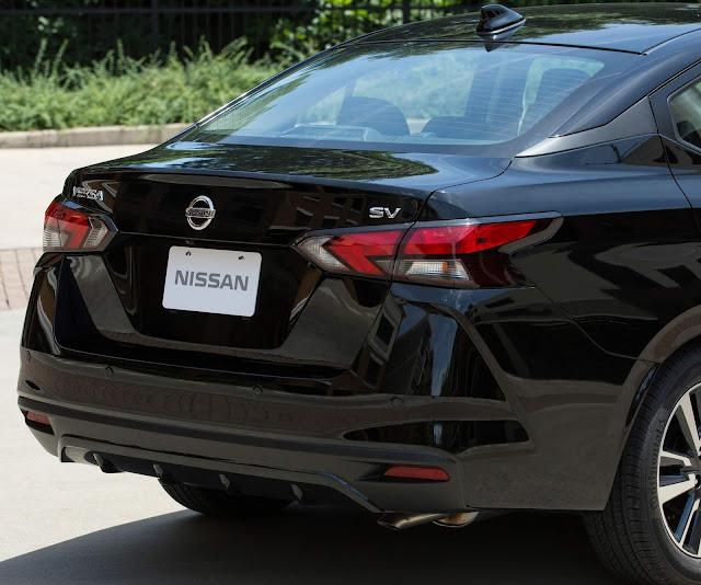 Nissan Versa 2020 Automático - traseira