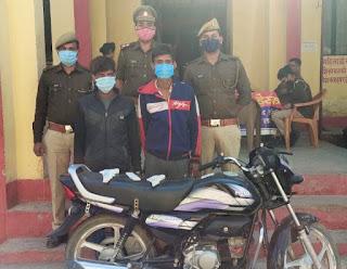 झाँसी: थाना मऊरानीपुर पुसिस टीम द्वारा चोरी की मोटर साइकिल सहित 2 शातिर अभियुक्तों को गिरफ्तार किया