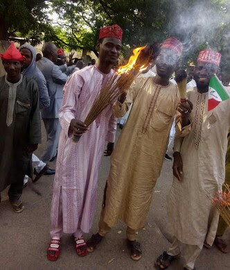 Kwankwaso Supporters Burn Their Brooms In Kano As He Dumped APC For PDP
