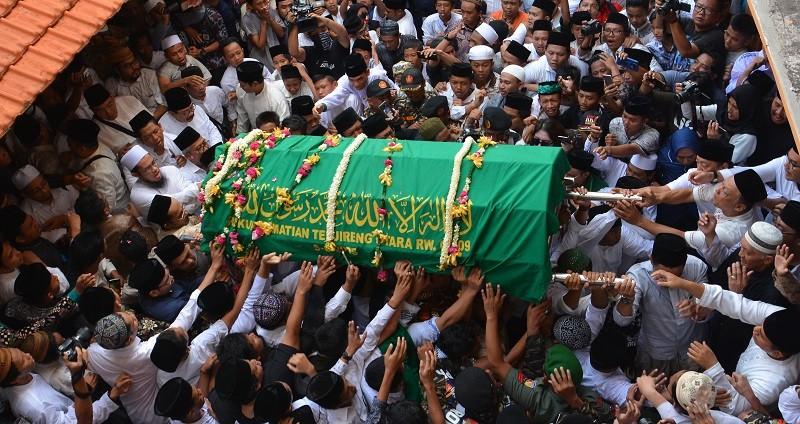 Di Balik Pemakaman Gus Sholah: Ada Putra Pertama Batak Kristen yang Bisa Masuk Pesantren