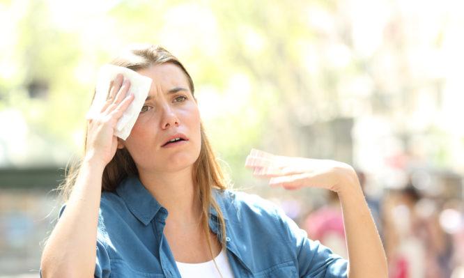 Τι κάνουμε αν κάποιος πάθει θερμοπηξία και πώς καταλαβαίνουμε την αφυδάτωση