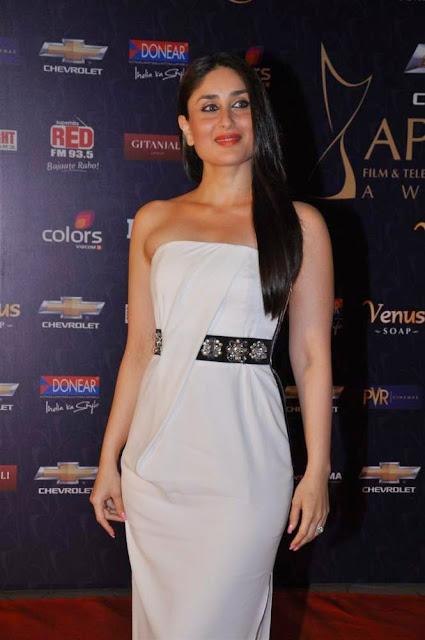 kareena kapoor hot cleavage pics
