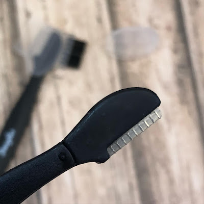 eyebrow-razor