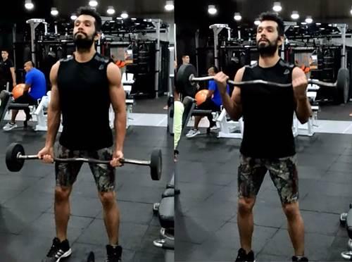 Curl de biceps con barra