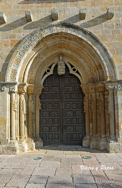 Portada de la Iglesia de Santa María de la Oliva, Villaviciosa