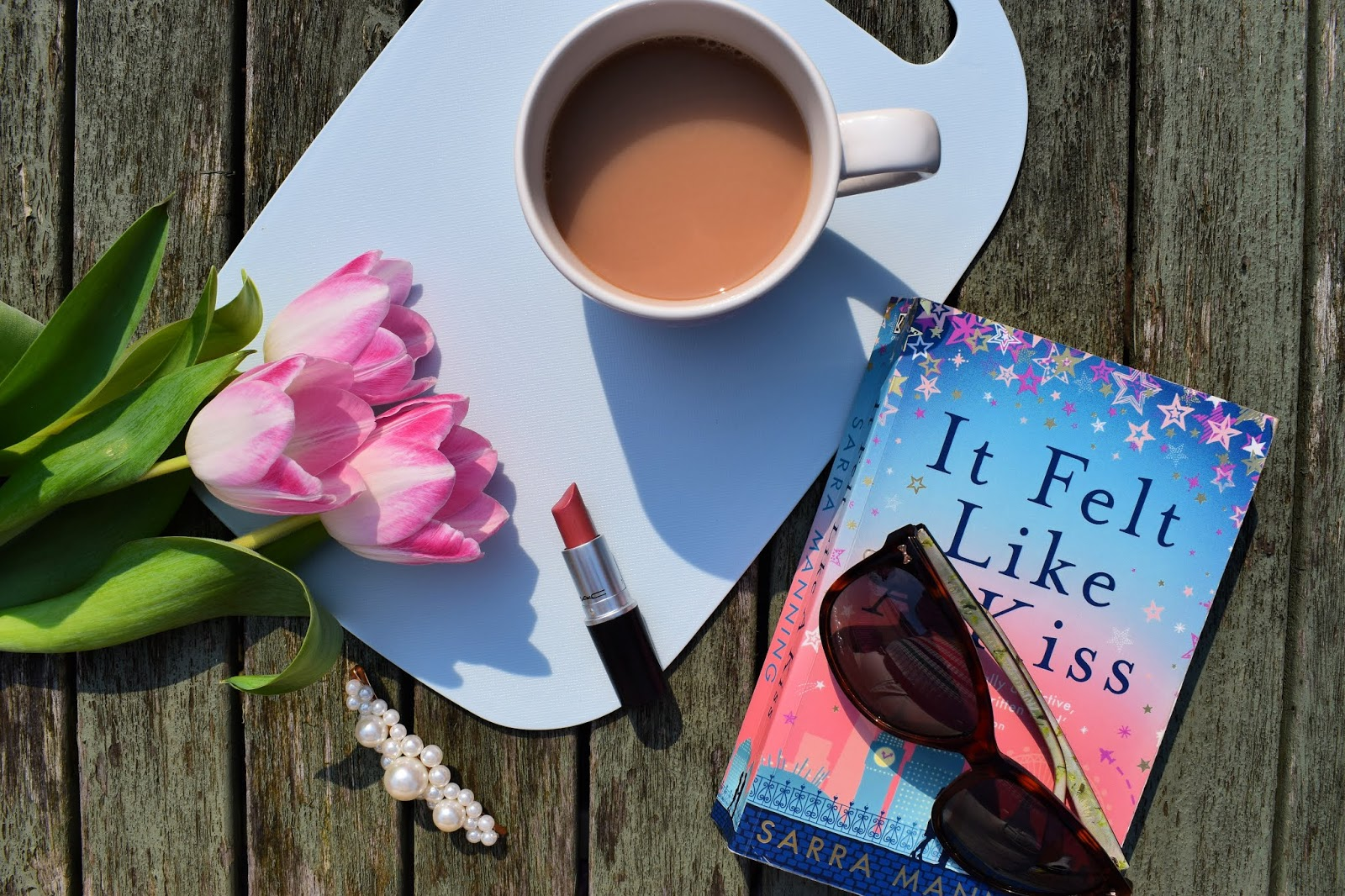 Book review  It felt like a kiss - Sarra Manning