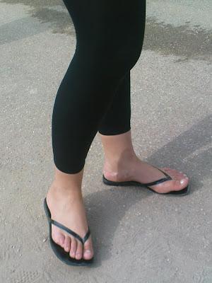 3ddba7bdd8302 Legs and Feet on the Street: Black leggings 1