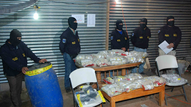 "FIscal General Douglas Meléndez afirma que ex fiscal Luis Martínez usó dinero de ""narcobarriles"" para gastos personales"