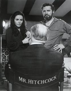 "Karin Dor mit Alfred Hitchcock in ""Topas"""