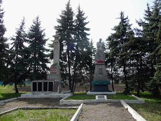 Новотороїцьке, Покровський р-н, Донецька обл. Військовий меморіал