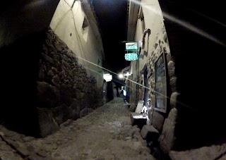 Ruas bem estreitas em Ollantaytambo / Peru.